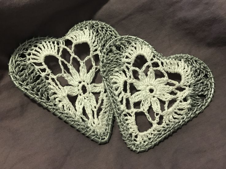 Crochet hearts in Silver and white for dream catcher