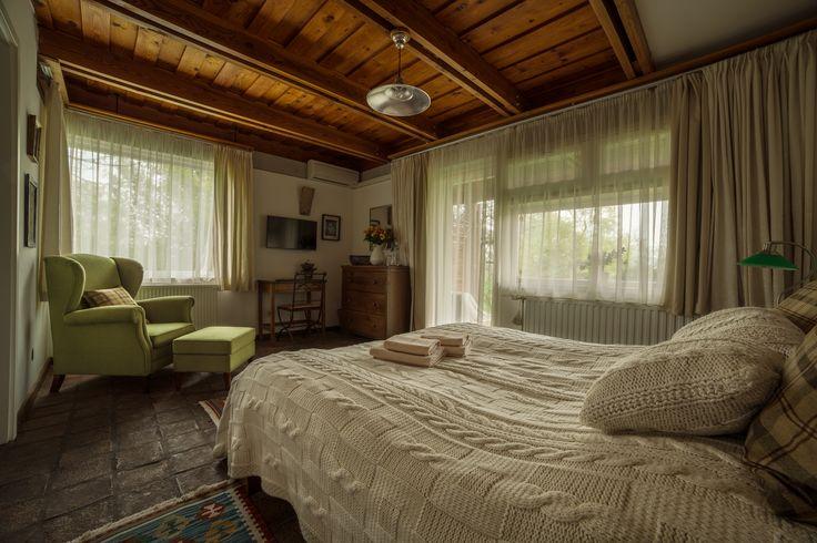 Káli Art Inn - stílusos-vidéki-szobák a legnagyobb kétszemélyes szobánk, a zöld szoba