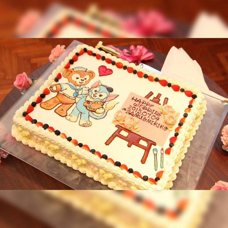 これはウエディングケーキ♡ イラストを書いて、こんなデザインでお願いしますって頼んだ通りのケーキに♡ 普通のショートケーキ系が得意でない私... なので、表面上は白ですが、中身は大好きなチョコレート♡なので茶色(๑•́‧̫•̀๑)(笑) 満足な仕上がりだったな♡ #ディズニー #Disney #ウエディングケーキ #ケーキ #weddingcake #cake #ダッフィー #ジェラトーニ #ウエディング #wedding #結婚式 #ブライダル #披露宴