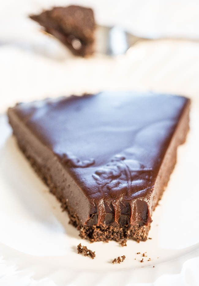 Chocolate Honey Almond Tart - A creamy, silky, smooth no-bake chocolate and honey filling over a chocolate graham cracker crust! Chocoholics: This easy, rich, and decadent tart will tame your fiercest cravings!!