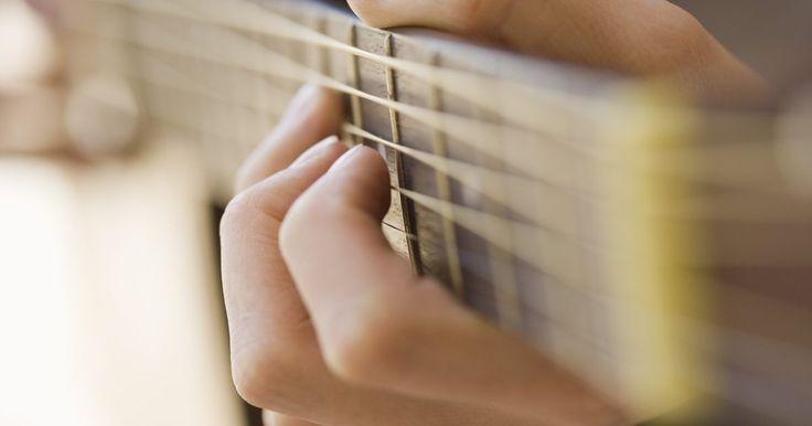 Las diez mejores guitarras acusticas de menos de US$500. Al comprar una guitarra acústica, se obtiene lo que se paga. Cuanto menos estés dispuesto a pagar, menos probable es que tu nueva guitarra suene bien, sea cómoda de tocar y tenga una larga vida. Afortunadamente, aunque tu presupuesto máximo sea de sólo US$500, todavía hay algunas joyas sorprendentes por ahí que vale la pena comprar.
