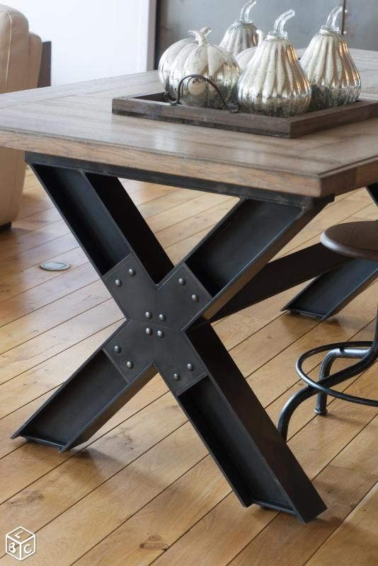 Les 25 meilleures id es de la cat gorie table industrielle sur pinterest ta - Table salon bois metal ...