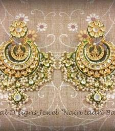 Antique Chandbali in 22 carat gold.