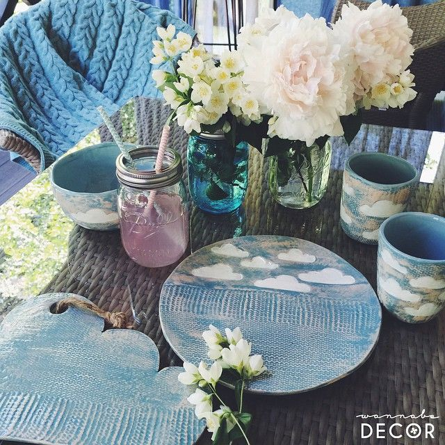 Very fresh and original table setting! Perfect for summer #ceramics #clouds