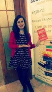 Bianca @Books Express, vocea care vă răspunde la telefon și vă răsfață uneori :)