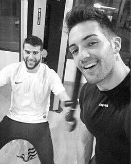 Shé y su primo en el gym