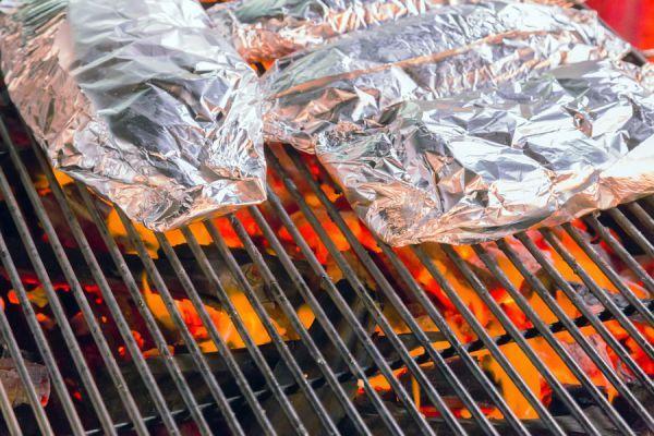 ***Uso Correcto del Papel de Aluminio*** ¿Sabes cómo se usa el papel de aluminio en el horno?. Conoce su uso correcto y si es malo cocinar con este material ⊳ Evita problemas de salud....SIGUE LEYENDO EN.... https://comohacerpara.com/papel-aluminio-usar-18504c.html