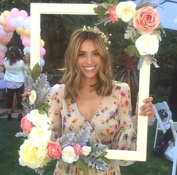 floral frame diy project for a photo booth