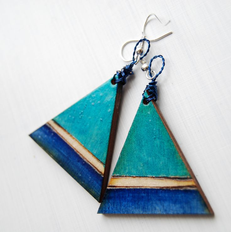 #wood #wooden #pyrography #earrings #pendientes #triangles #triangle #turquoise #blue #lagoon #handmade #handcraft