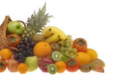 Después de las navidades es muy aconsejable seguir una dieta depurativa para combatir los excesos alimentarios. Es aconsejable beber mucha agua, tomarse caldo depurativo para cenar y consumir frutas y verduras con propiedades depurativas. En este artículo vamos a describir las propiedades de la pera, piña y plátanos, tres excelentes frutas depurativas.