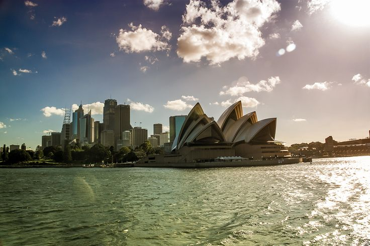Sydney opera house and harbour. a great day with beautiful wheater ;-)