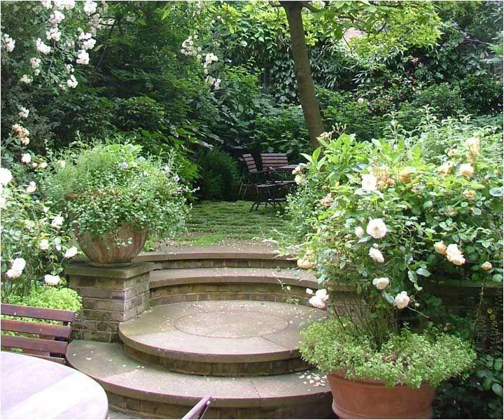 A London town garden.  Arabella Lennox-Boyd
