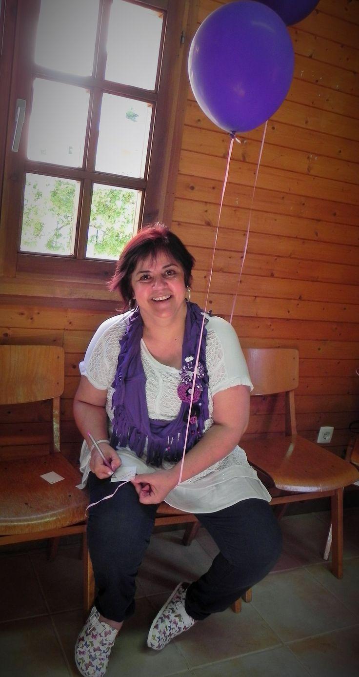 Sensibilizar as pessoas ao nosso redor...para os portadores de fibromialgia! Viver com Fibromialgia...Eu sei! Em Maio de 2015, no nosso 1º Encontro...tentámos sensibilizar a comunidade com uma largada de balões... Este é um pequeno grupo do facebook que se reúne com o objectivo de sensibilizar as pessoas ao nosso redor...para os portadores de fibromialgia! Temos em comum a paixão pelo crochet...e vamos contagiar tudo à nossa volta com as cores lilás e roxo...somos o Gang do AMOR!