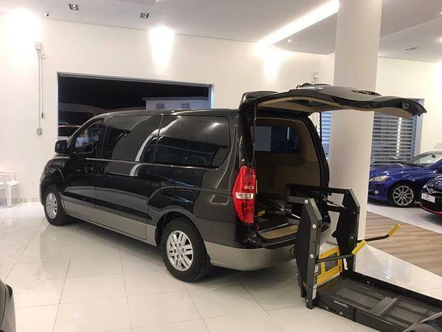 للبيع هونداي H1 موديل 2018 قاطع 3000km فقط شبه الوكاله وكاله البحرين فيها لفت لذوي الاحتياجات الخاصه السعر6800 دينار للتواصل 33747993 Car Suv Suv Car