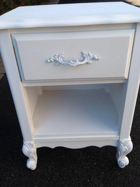 Les 25 meilleures id es concernant peinture la craie sur - Peinture a la craie pour meuble ...