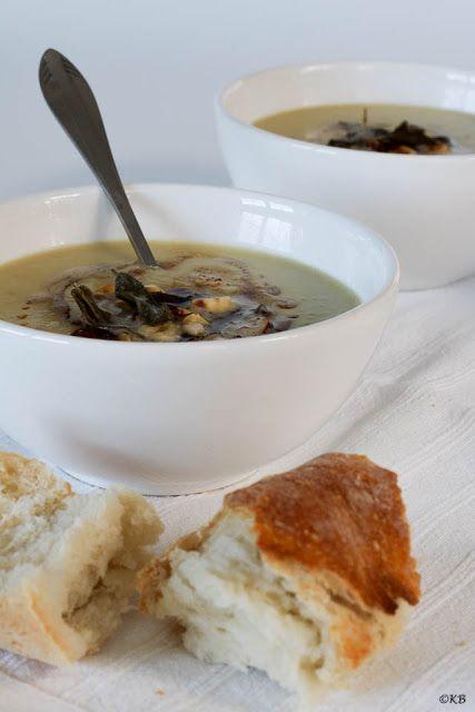 Huis, tuin en keukenvertier: Knolselderijsoep met hazelnoten, salie en gebruind...