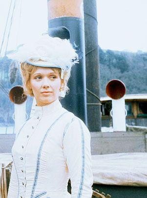 Jessica Benton as Elizabeth Onedin