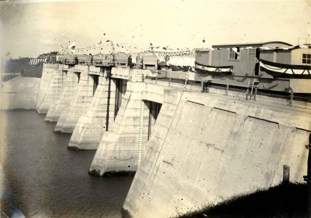 土木構造物写真「荒川放水路 旧岩淵水門 -荒川放水路事業として築造された水門・閘門の中では,現存する唯一の構造物-」の紹介です。他にもたくさんの土木構造物の写真があります。