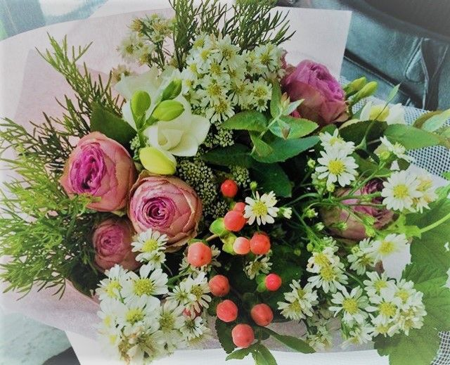 A whole lot of cuteness right there @birchboxflowers  #supportlocal #shoplocal  #instagood #instaflowers  #bouquet #flowers #gift  #yarraville #melbourne #melbournelifelovetravel #birchbox #birchboxflowers #florist #local #beautiful #elegant