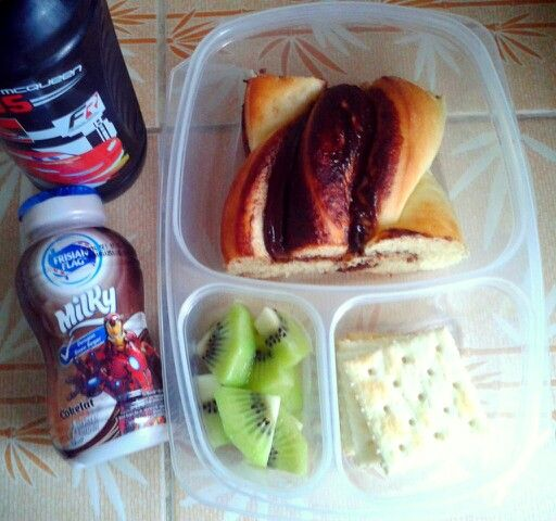 Attar's lunch box (16SEP15) : braided Nuttella bread, Saltines crackers, kiwi fruit, choco milk and mineral water.  Have a happy dancing Wednesday! Xxx