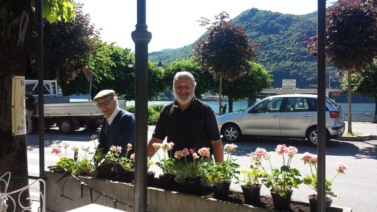 Un caro saluto a tutti da Nonno Italo che appena può si occupa con amore delle aiuole in terrazza http://bit.ly/1OKCD4K