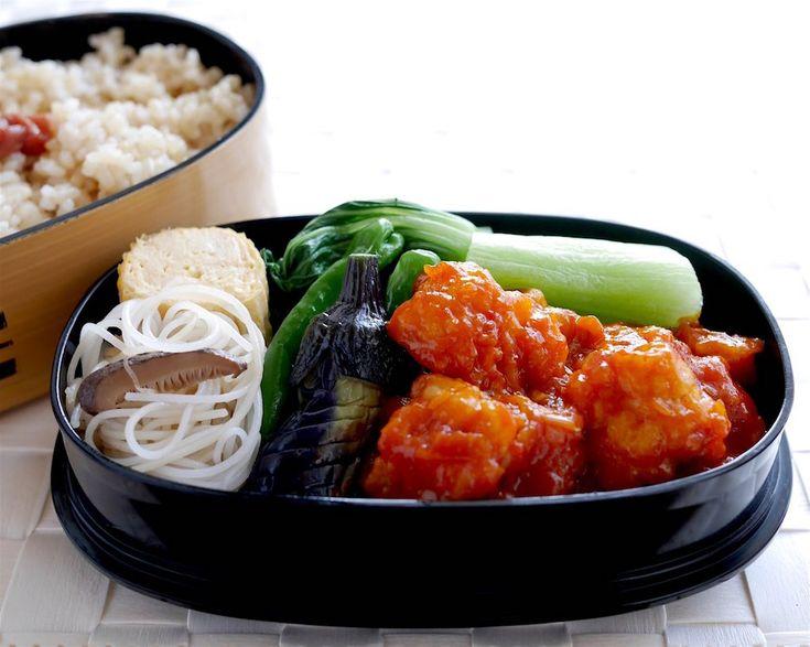 玄米ご飯300g(梅干し)、鱧チリ、椎茸ビーフン(味付け控えめ)、小茄子とししとう揚浸、中華出し巻き(帆立)、塩茹青梗菜