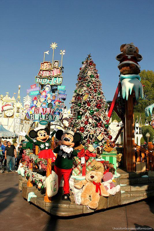 """""""A Christmas Fantasy Parade"""" at Disneyland"""