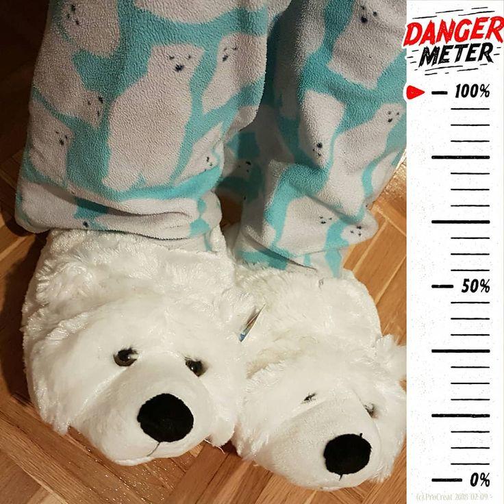 #Gefährlicher #Gefährten.  Und doch so #kuschelig.   #Quiz: Als was werde ich mich #Rosenmontag #verkleiden?  . Montag gibt's die #Auflösung.  . #Fasching2018 #kindergarten #nurfuerdenkindergarten #werbinich #whoami #karneval2018 #danger #cute #cozy #slippers #costume #blackandwhite #loveandhate #schwarzweiss #animal #dastierinmir #tiereimwinter #procreat2018 #procreat #fußspuren #footprints