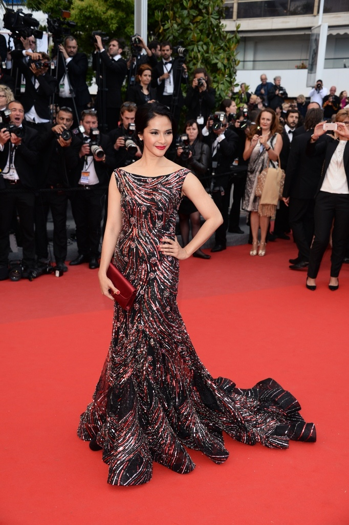 Maudy Koesnaedy wore Sebastian gunawan sequin dress at Cannes 2013