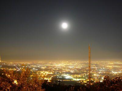 Panorama notturno di Caserta da Casertavecchia
