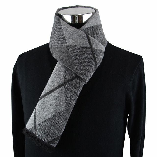 El más nuevo diseño de moda bufandas casuales hombres de invierno Bufanda de cachemira Bufandas de lujo de Marca de Alta Calidad Caliente Neckercheif Modal hombres
