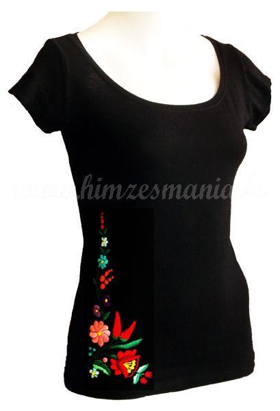 Hímzésmánia - kalocsai hímzett póló - fekete (S, M, L, XL), Gyönyörű kalocsai motívummal készült, kézzel hímzett fekete póló., Kalocsai mintás, matyó mintás és egyéb népi motívummal hímzett és hímzésre előnyomott pólók, blúzok, ingek, szoknyák, nadrágok, ruhák, cipők hétköznapi és alkalmi viseletre. Hímzésmánia Webáruház - ahol találkozik a népi hagyományőrzés a mai divattal.