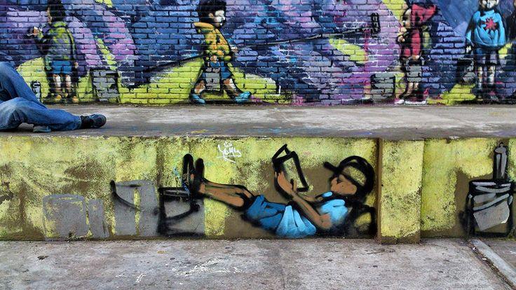 ARTE EN LAS CALLES. Los graffitis de Parque Chacabuco, un gran espacio verde de la Ciudad de Buenos Aires.La fisonomía del parque se alteró violentamente cuando en 1978 la dictadura, a través del entonces intendente de facto Osvaldo Cacciatore, construyó la Autopista 25 de Mayo. Esta vía que lo cruza en diagonal genera dos zonas bien diferenciadas, unidas por el único pasaje que dejaron las diversas construcciones que surgieron debajo de la autopista. (Cecilia Profetico) Fotogalería +