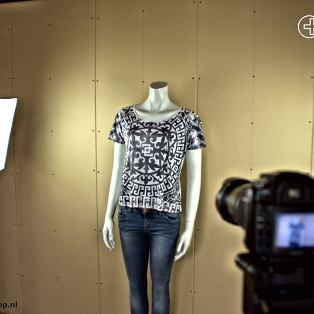 Een volledig nieuw merk! Druk bezig met de onthulling en webshop. Toch te nieuwsgierig? Kom maar langs in de winkel   #girlsfashion #menswear #girlswear #fashion #londonmode #mensfashion