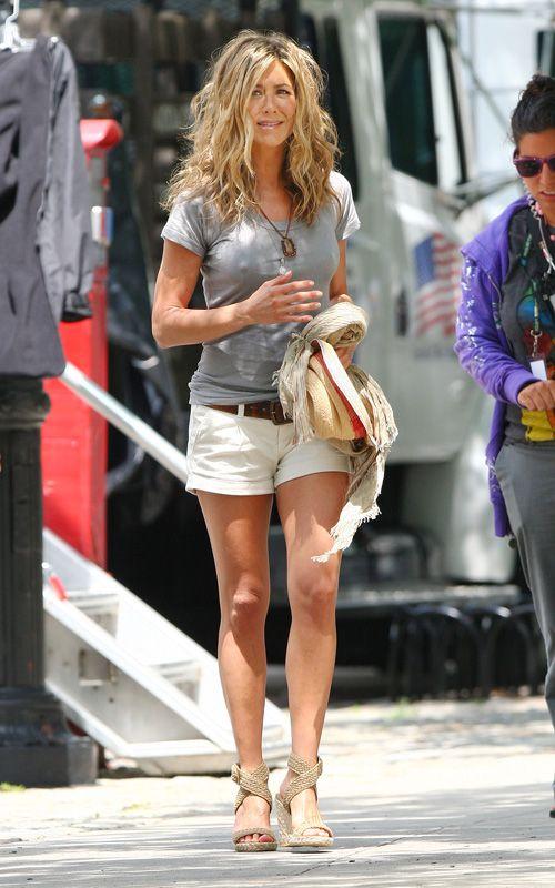Celebrity Eye Candy: Jennifer Aniston Shows Off Sexy Leg in Stuart Weitzman Alex Wedge