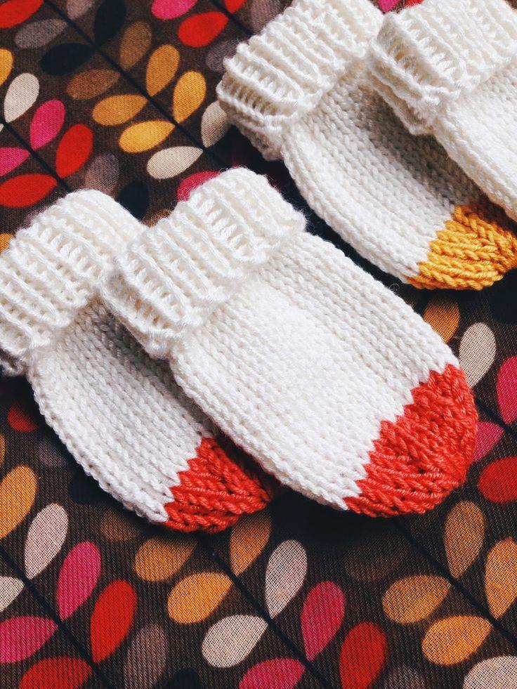 Baby mittens by annikaisa