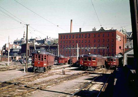 Quebec Railway Light and Power terminus, rue St-Paul.  Il y en avait un sur La Canardière également.  «Quelle Route Lente et peu Commode» disaient les employés de cette Compagnie, à l'époque.