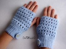 Guanti senza dita traforati, di lana azzurra