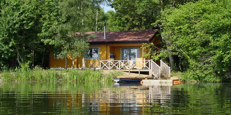 Island lodge at Log House Holidays in the Waterpark nr Cirencester. Think I'd like to stay here.