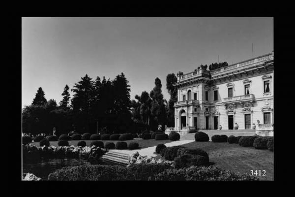 Cernobbio. Villa Erba. Forografia di Agostino Giampietro, Maggio 1992. Milano, Regione Lombardia, fondo Mondo Popolare