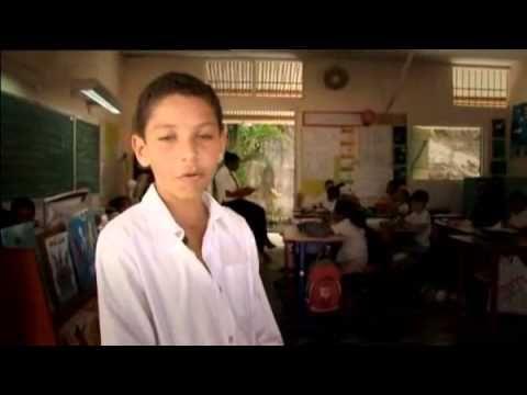 A2 School routine -KS2 French - Voici mon école - YouTube Presenting a school. Voici
