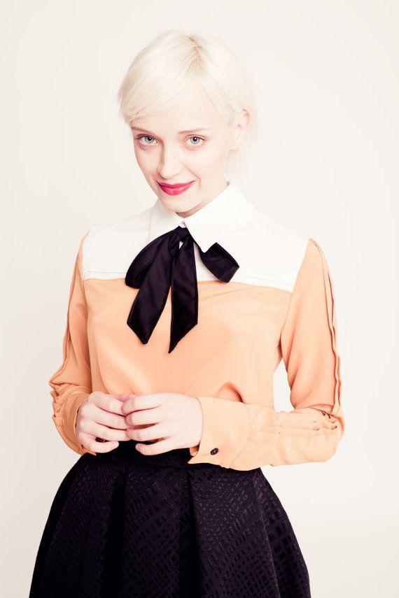 CAMISA PUMPKIN - Camisa de poliester en color mostaza con canesú crudo y lazo negro al cuello