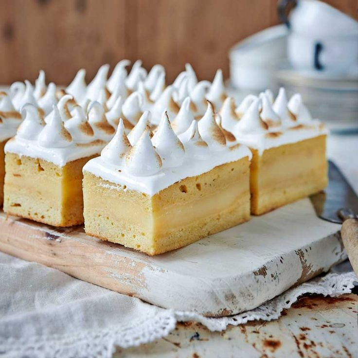 Konditorn Elisabeth Johansson bjuder dig på sina fantastiska citronmarängbakelser som gör vardagen till en riktig fest.
