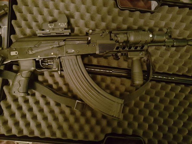 """Saiga MK3 """"Krinkov"""" - Prodám samonabíjecí kulovnici Saiga MK3 """"Krinkov"""" (7,62X39) se sklopnou pažbou a modulem pro uchycení boční montáže. Zbraň je téměř nestřílená - 300 ran. Taktické vybavení od CAA, popruh, taktická přední rukojeť, 9 zásobníků i se sumkami vz. 95 (4x30 + 5x40 ran), taktická svítilna s držákem, boční montáž s ruským kolimátorem Vomz (nový). Všechny díly jsou kompatibilní i s normální verzí MK. ZP + NP(Kulovnice SAMONABÍJECÍ) nutné. Pouze osobní převzetí Brno a…"""