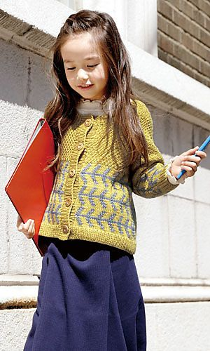 Both English and Japanese versions are fully charted using standard knitting and/or crochet symbols. For help using Japanese charted patterns, please visit the Japanese knitting & crochet group.