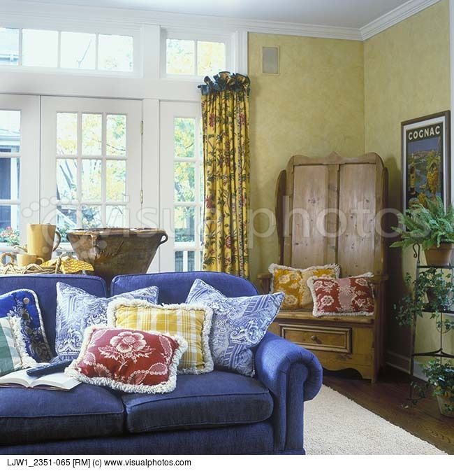 Country Blue Living Room: Blue Sofas, Toile And Family Rooms On Pinterest