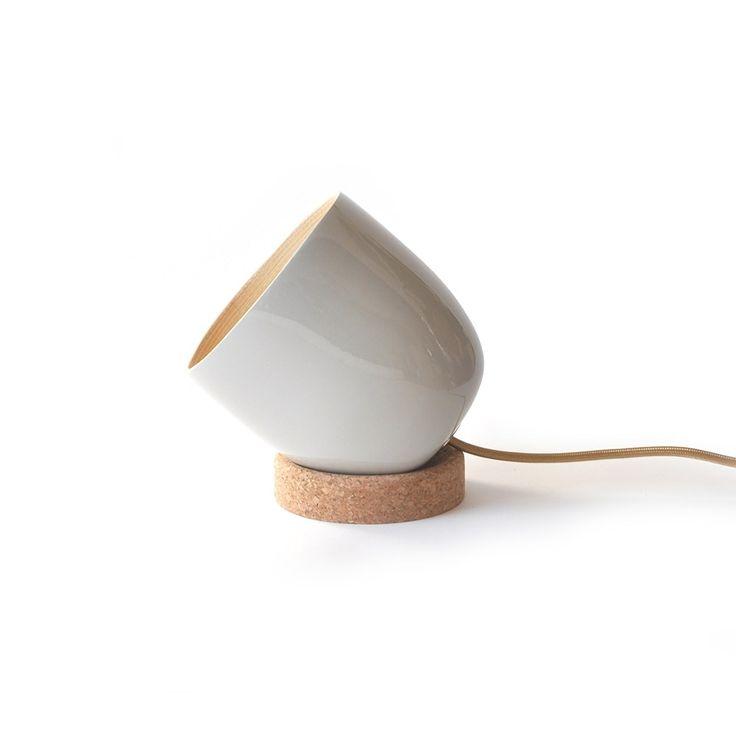 Ob Als Moderne Wohnzimmerlampe Oder Warme Schlafzimmerbeleuchtung Das Klassische Und Einzigartige Design Des Strahlers Setzt In Jeder Umgebung Ein