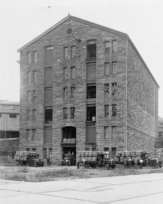 John Kellicks Woolstore on Harris St, Pyrmont,Sydney in 1888.The woolstore was built of stone and had 6 storeys with a height of 100ft.It was built 1888 and was used until 1927.Demolished in the 1960s. •State Library of NSW•