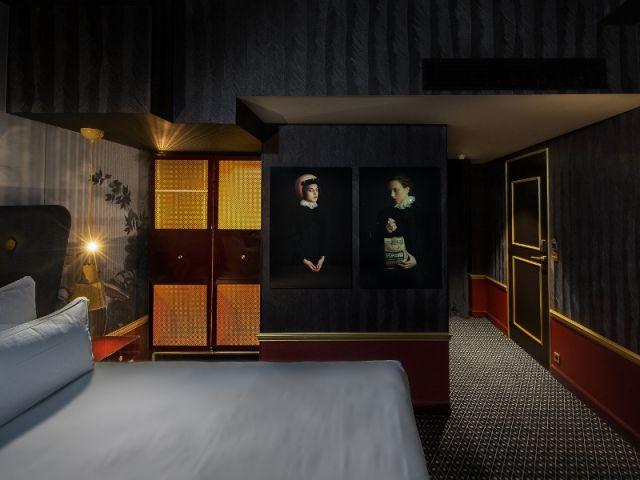 Une chambre chic et élégante à la parisienne