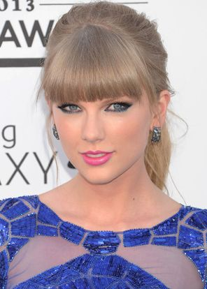 Taylor Swift's colorful makeup